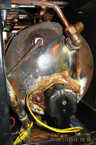 Ekspres Faema D92/s - wyciek spod grza�ki i uszkodzone zabezpieczenie termiczne
