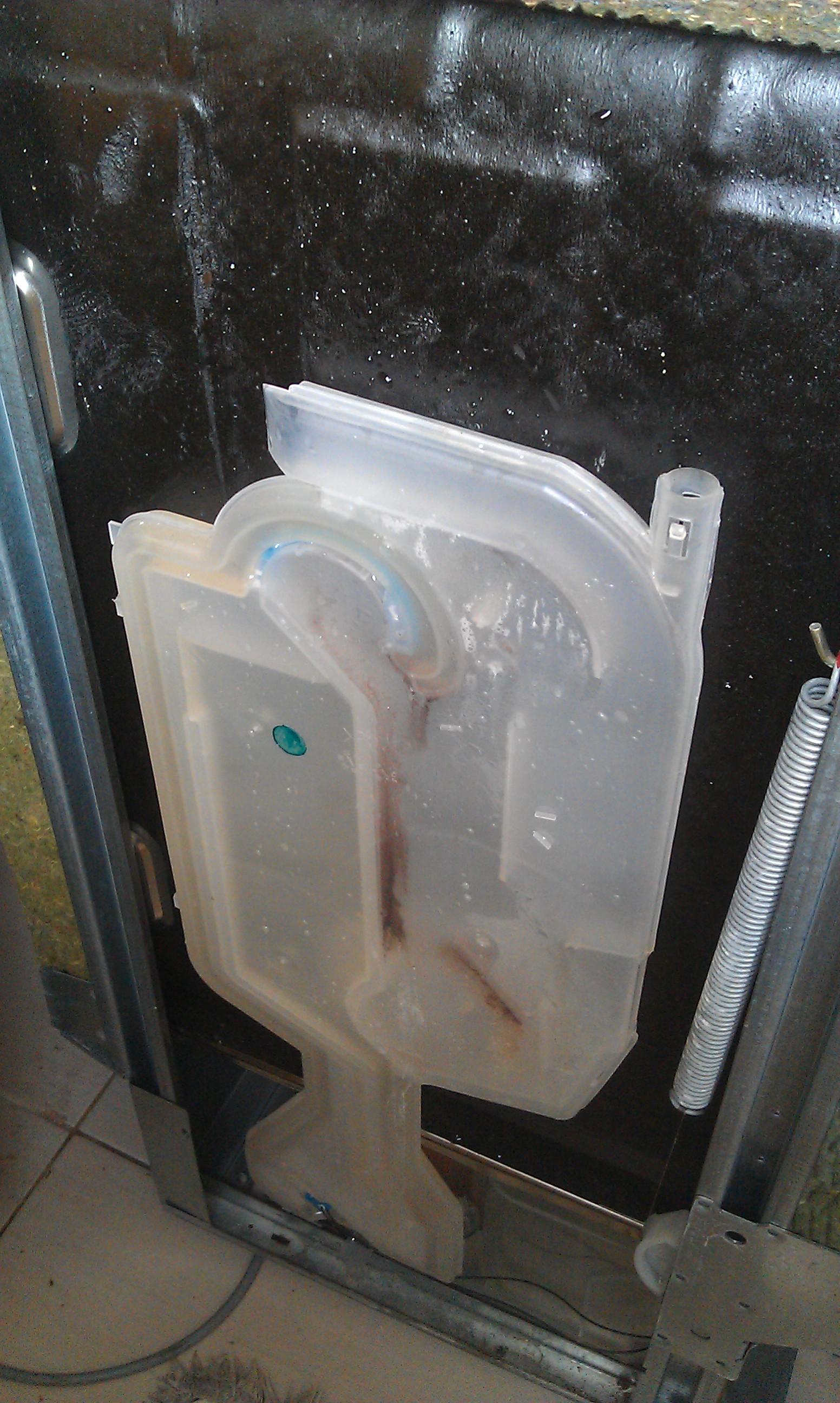Przeciek wody przy nape�nianiu w zmywarce Whirlpool ADG9536/1