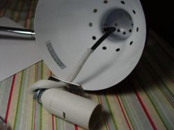 Chińska lampka z kablem o PRZEWODZĄCEJ izolacji - ku przestrodze
