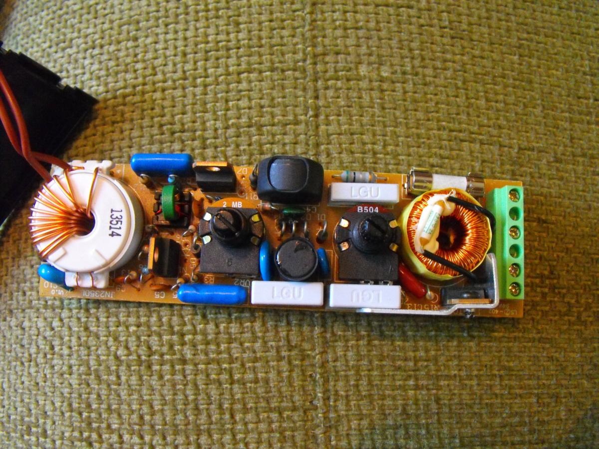 Alaska SQI 2501 - Lampa halogenowa pokojowa nie �wieci - za du�a moc �ar�wki