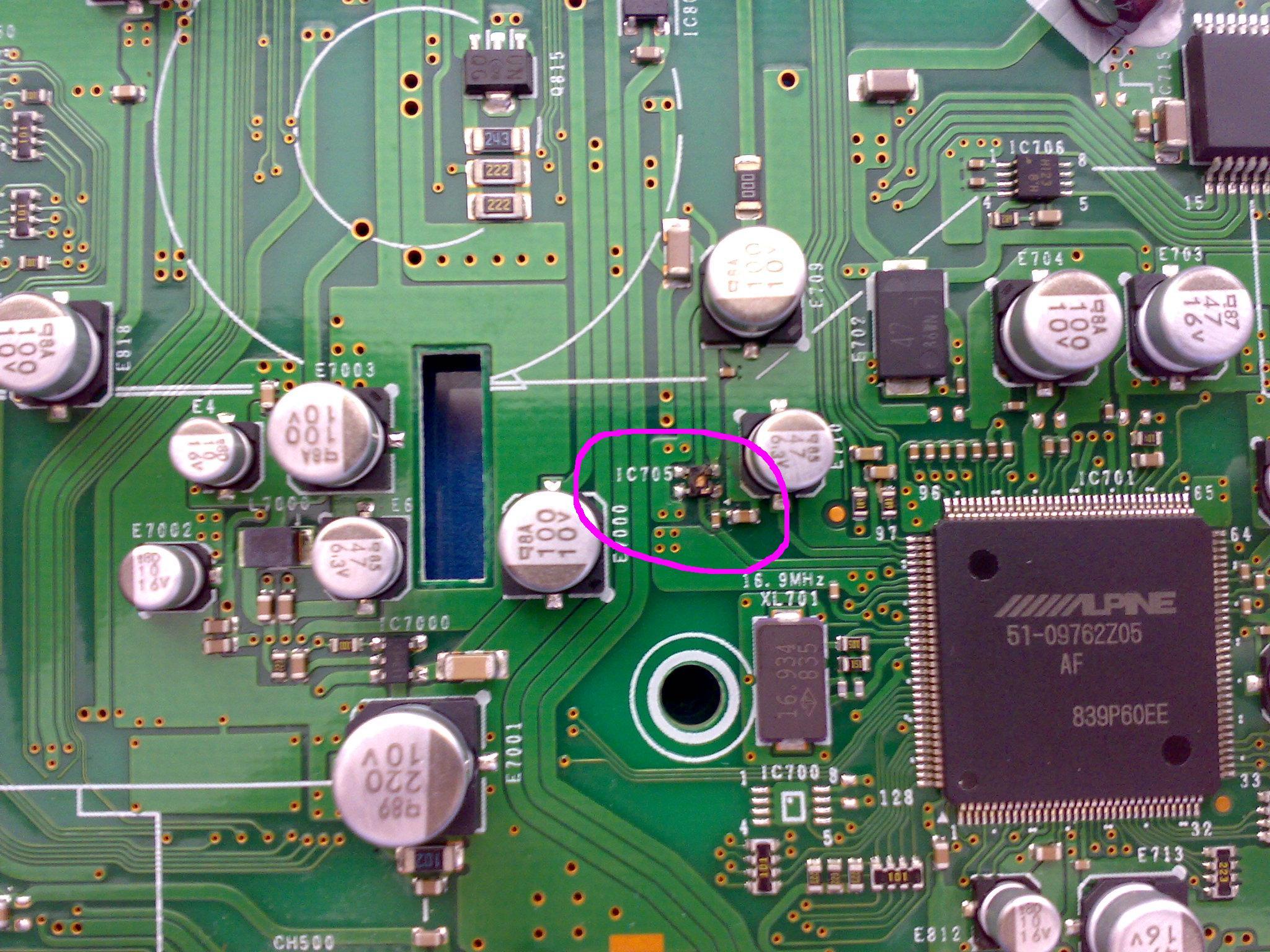 Alpine CDE-104BTi - Identyfikacja uk�adu IC705