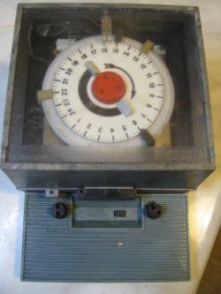 Przekaźnik czasowy zegarowy do zapalania oświetlenia?