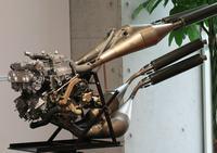 Silnik spalinowy z t�okiem obrotowym innej konstrukcji.