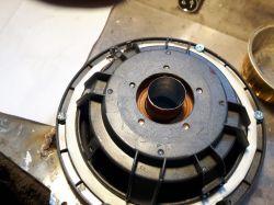 Tuba Hifonics odklejony magnes - co zrobić?