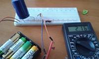 Czy mogę podłączyć DC do grzałki AC? Czy uszkodzę panel na słońcu?