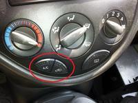 Jak włączyć klimatyzację w Ford Focus Mk1 2004?