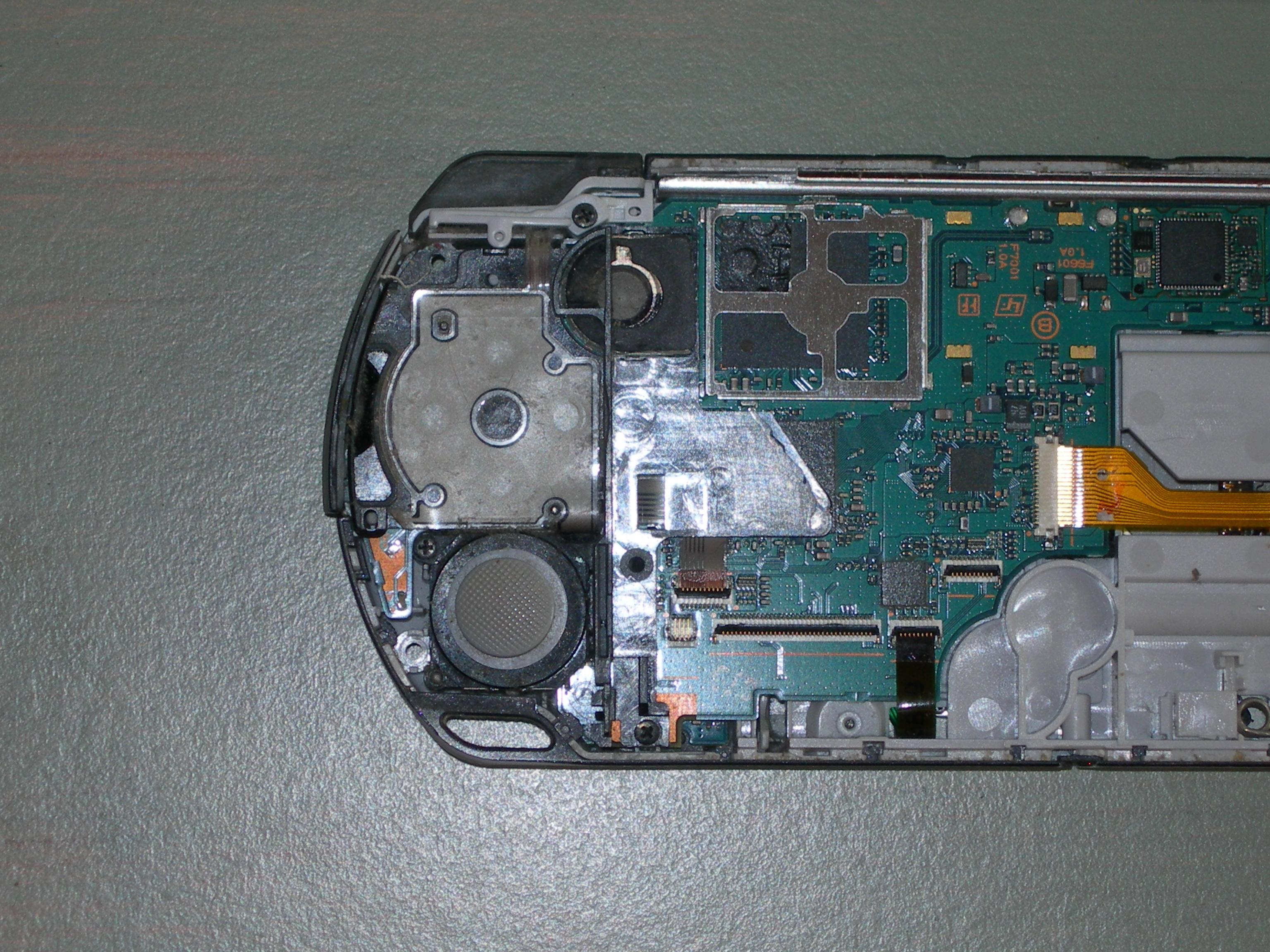 PSP 2000 8B - Konsola sie nie wlacza, swieci sie czerwona dioda.