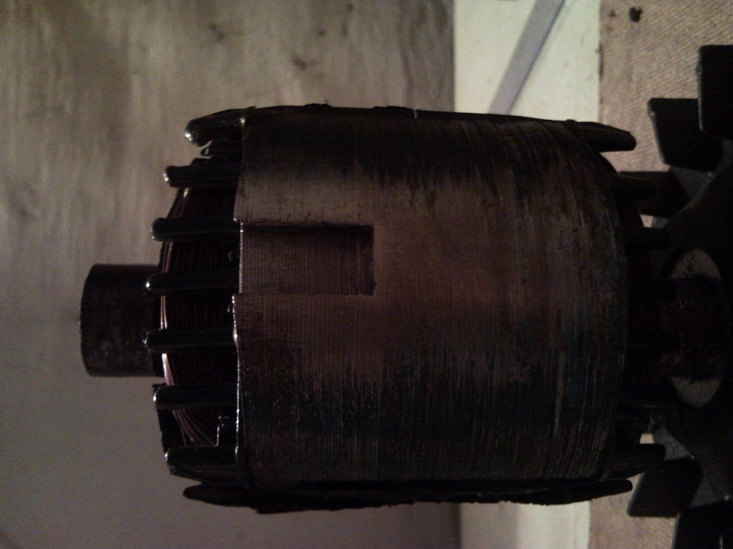 Magnesy sta�e na wirniku agregatu
