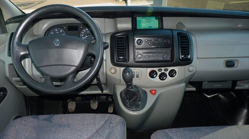 Renault Trafic 2002r - Po��czenie nawi z radiem