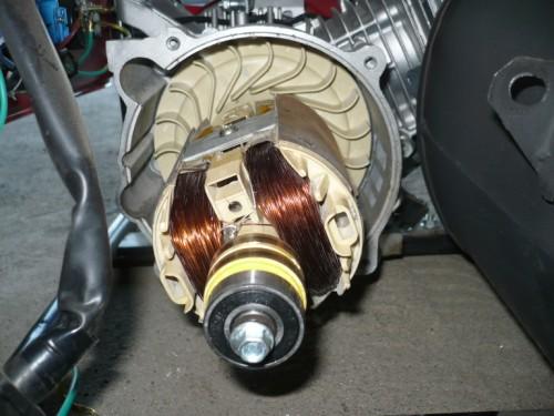 Aktualne Wymiana wirnika z pradnicy w agregacie. HONDA EC9500 MW74