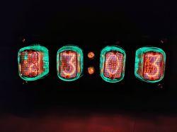 Coś ładnego (i pożytecznego) na biurko - zegar na lampach NIXIE
