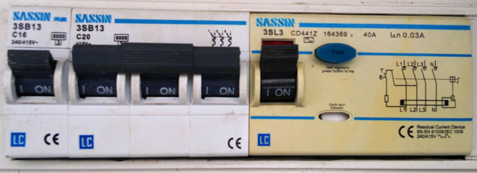 R�nic�wka nie dzia�a: SASSIN 3SL3 CD441Z 40A, 30mA