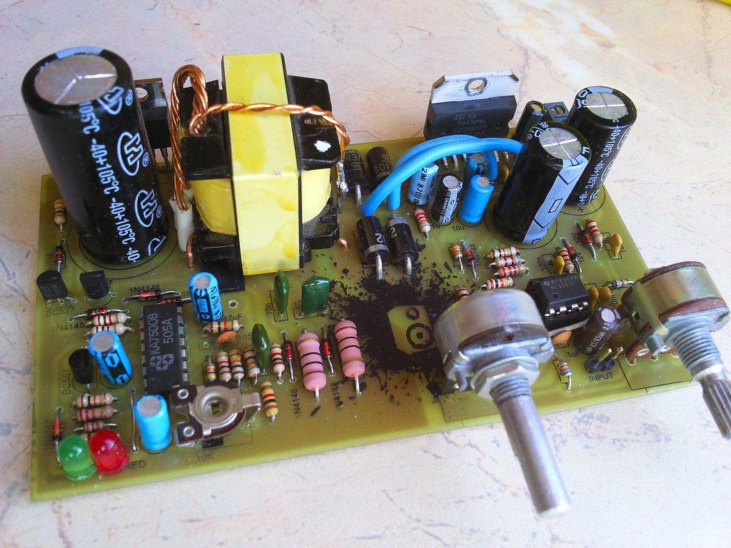 Samochodowy wzmacniacz subwoofera 100W