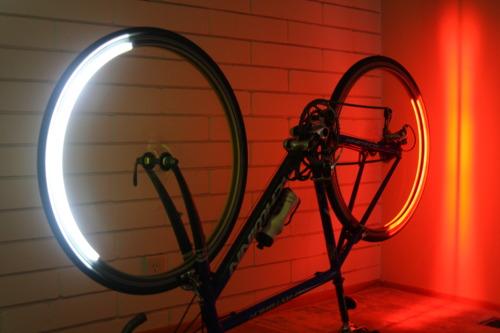 Rower z bajeranckim oświetleniem