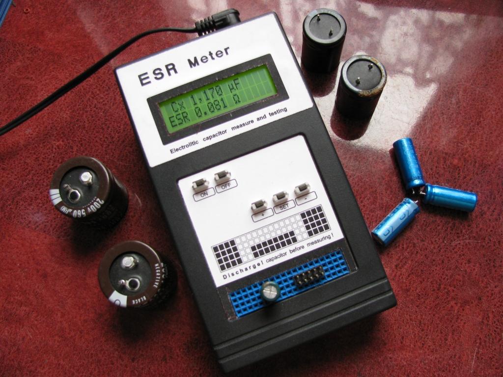 C-ESR Meter. Tester kondensator�w elektrolitycznych.