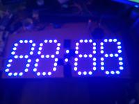 Duży zegar 7-segmentowy na diodach programowalnych WS2811