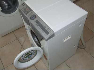Czy są w sprzedazy pralki z zawiasami po prawej stronie?