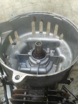 Agregad prądotwórczy Einhell BT-PG 850/3 nie generuje napięcia.
