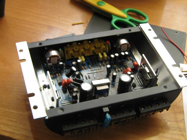 Wzmacniacz samochodowy AM-4200 200watts-4channel