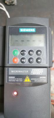 Problem z micromaster440 wyswietla kreski
