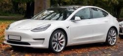 Tesla Model 3 - co ma pod maską po liftingu hardware?