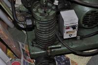 Wymiana oleju w kompresorze (Wroc�awskie Fabryki Pomp KP-1) 1962 r.
