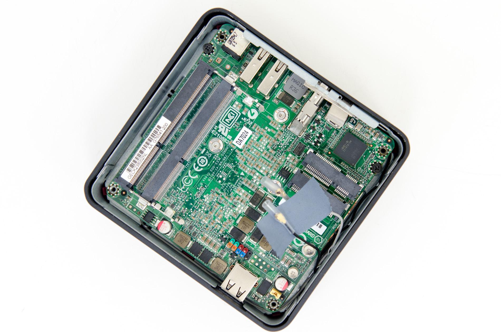 Intel NUC - komputer Pico-ITX z Core i3, QM77, Thunderbolt