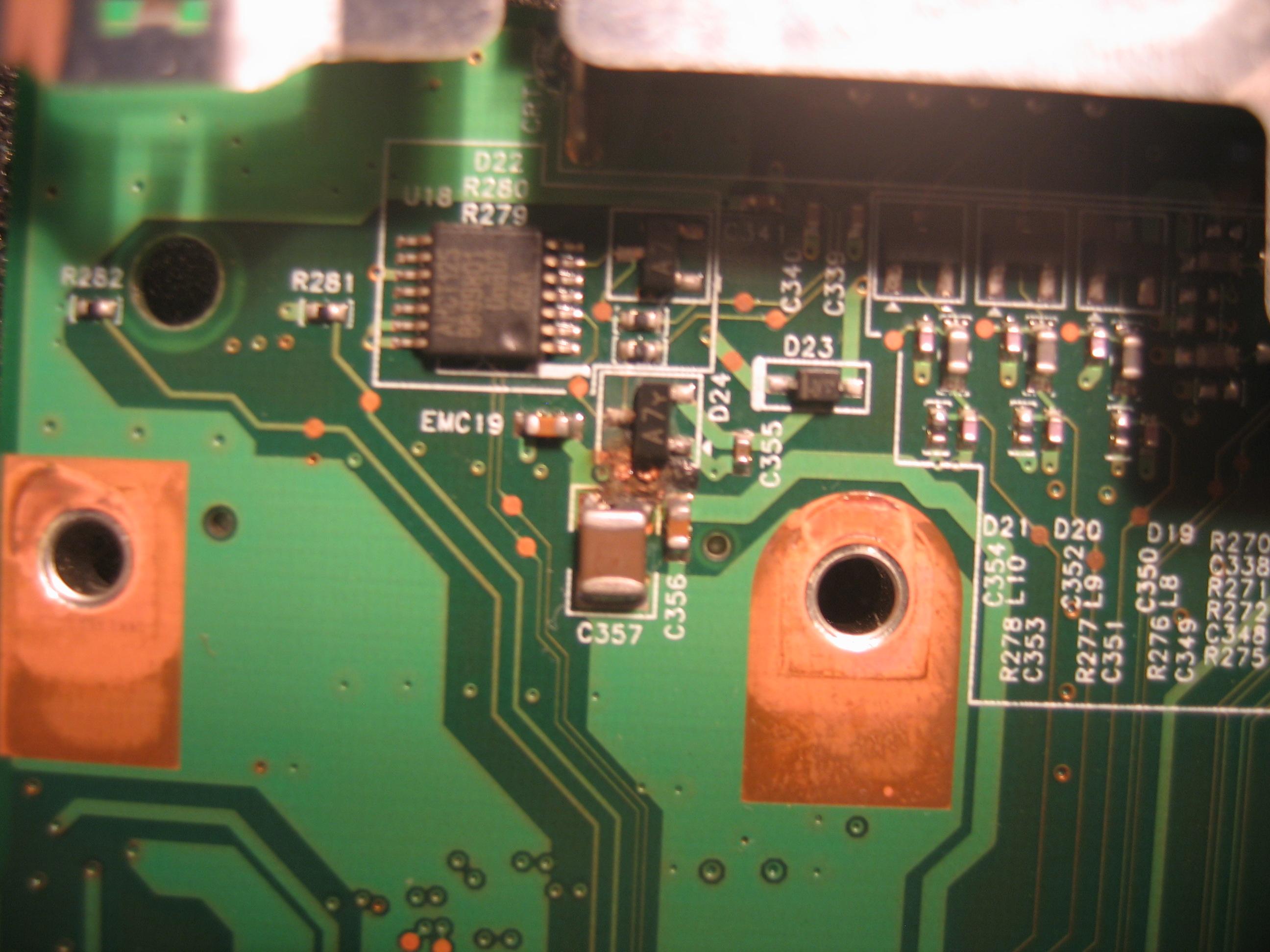 FS Amilo Li 1718 model: MS2212 Brak pod�wietlenia matrycy, potrzebny schemat, zd