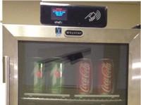 Lodówka-automat do napojów z czytnikiem QR, RFID i WiFi od firmy ShelfX