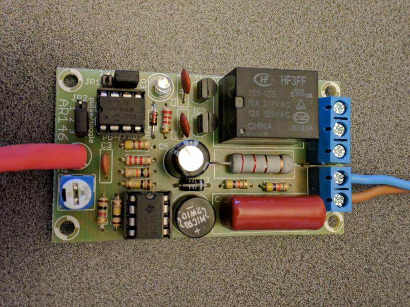 """AR146 """"klaskacz 230V"""" - Włącznik akustyczny wzbudza się samoczynnie"""