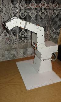 W�asny robot - sze�cioosiowe rami�