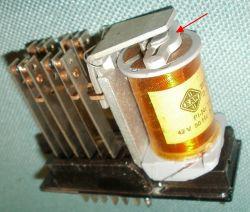 Przekaźnik na napięcie przemienne - cewka główna oraz cewka pomocnicza