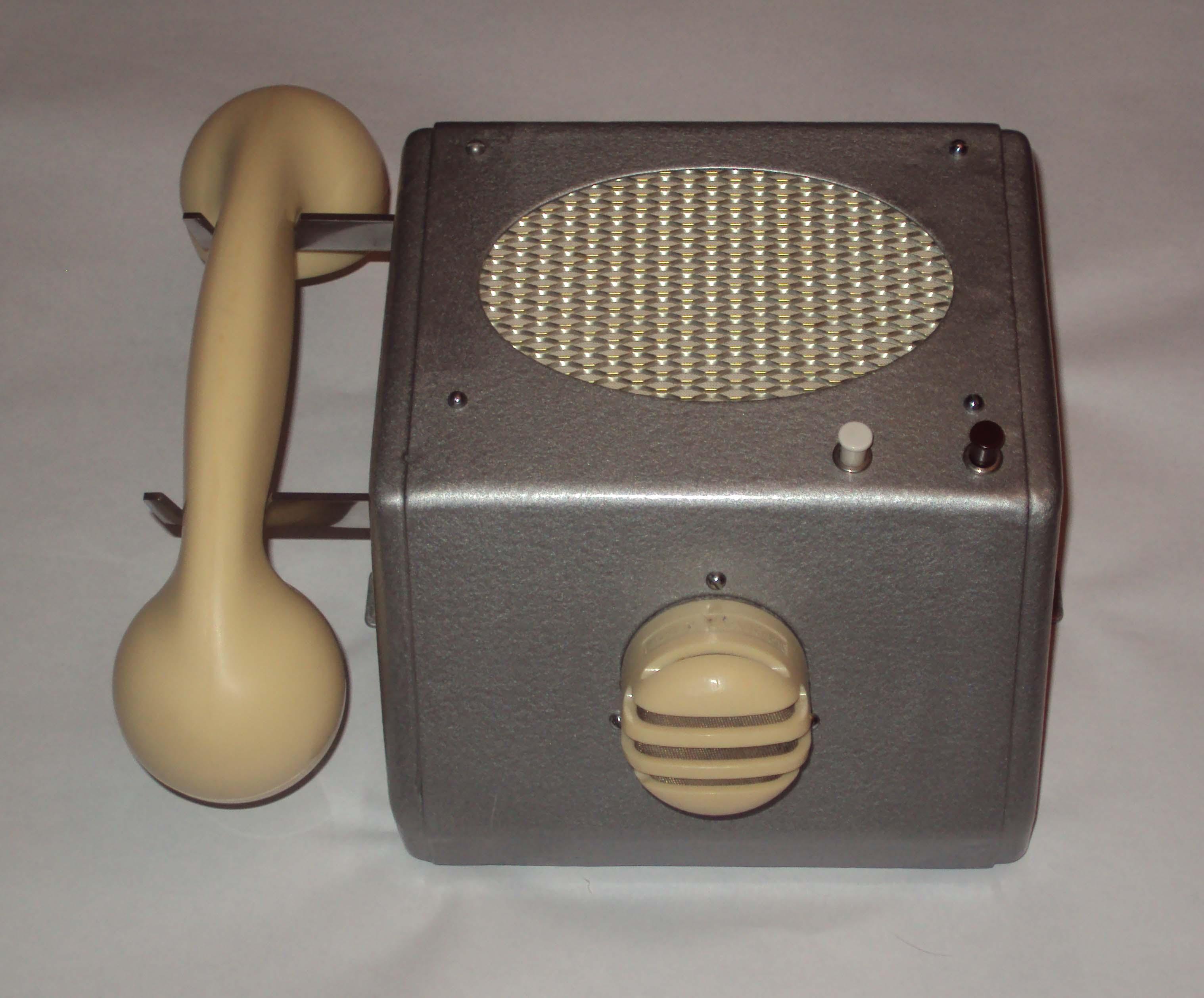 Nietypowy telefon/unifon
