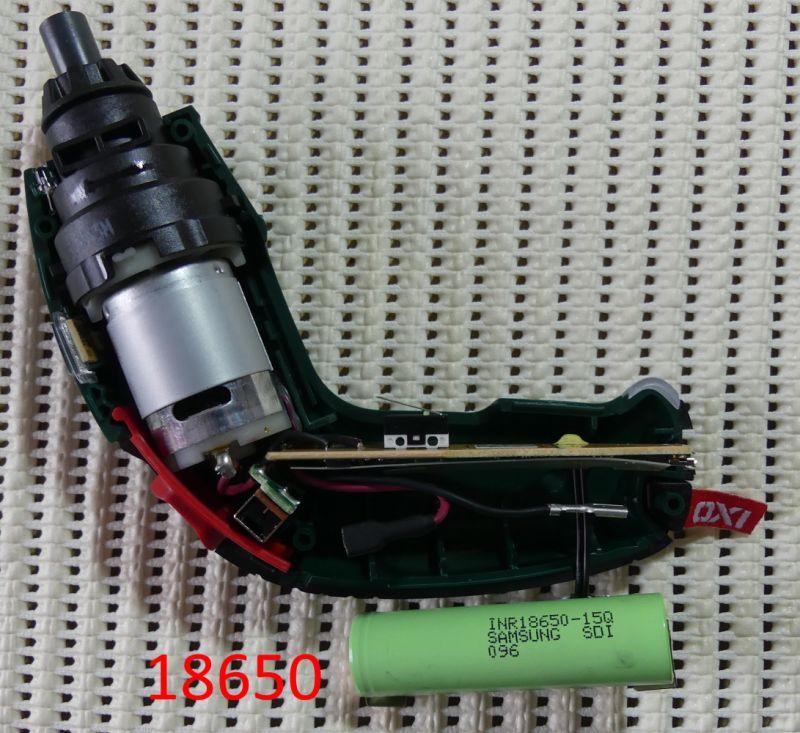 Wnętrze wkrętarki Bosch IXO z akumulatorem Li-ion
