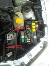 Corsa C 1,7DTI - Jak się dostać do sterownika świec żarowych /przekażnika świec
