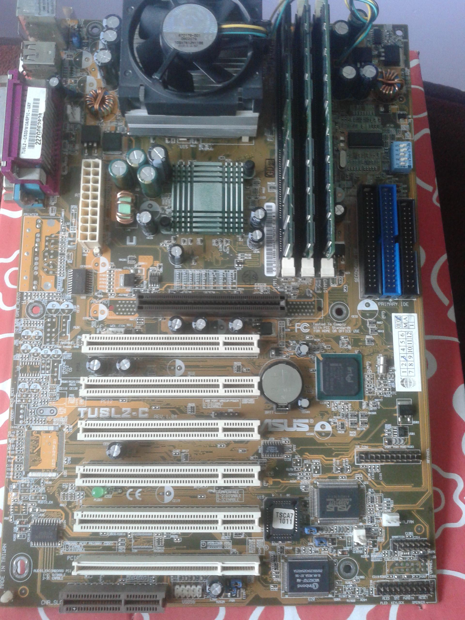 Prosz� o wycen� p�yta g��wna Asus TUSL-2C, Intel Celeron 1,2Ghz, 512 MB RAM