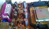 Kondensatory wylały na płycie głównej