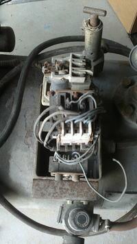 kompresor 3JW60 jaki włacznik i wyłącznik ciśnieniowy.