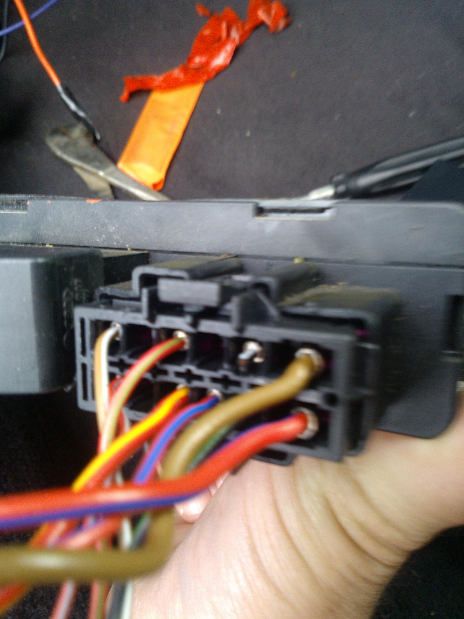 audi/A6/C5  - Otwieraj�ce si� szyby tylko na otwartych drzwiach