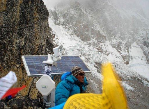 Po�o�ona najwy�ej na �wiecie solarna kamera internetowa widzi Mount Everest