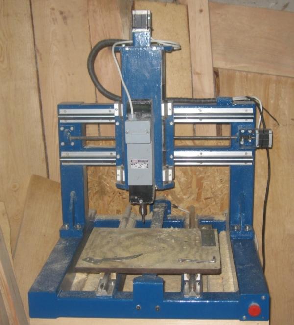 Frezarka CNC konstrukcja stalowa o polu pracy 400x400x120 mm oraz sterownik
