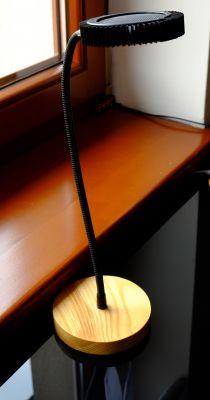 Minimalistyczna lampka biurkowa DIY