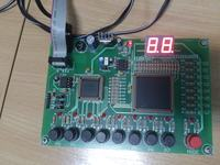 kalkulator przystosowany do płytki z podwójnym siedmiosegmentowym wyświetlaczem