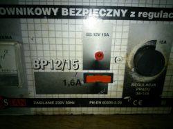 Prostownik Romstan BP12/15 bardzo małe napięcie na zaciskach.