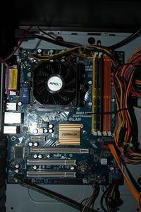 PC AMD 2,4 GHz - Nie dzia�a monitor, klawiatura i myszka