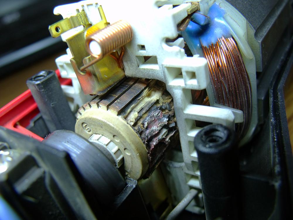 Wypalony komutator szlifierki k�towej