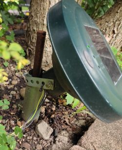 Solarny odstraszacz szkodników wsadzany do ziemi - wnętrze, schemat