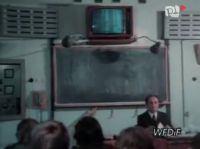 Stare szkolne tablice elektryczne w pracowniach fizyczno-chemicznych