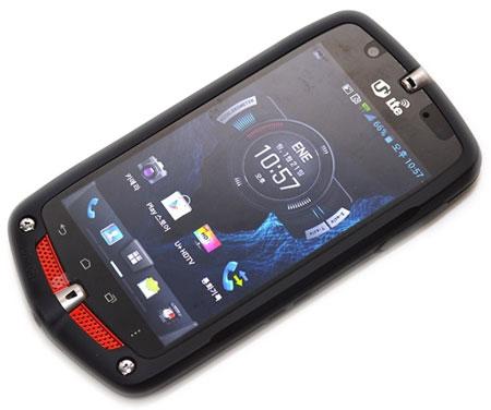 LG Uplus CA-201L - smartphone w wodo- i wstrz�soodpornej obudowie
