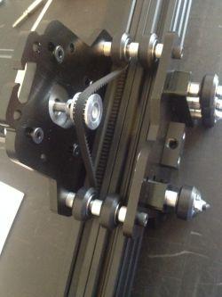 Układ automatycznego kasowania luzu na śrubie napędowej - Frezarka CNC